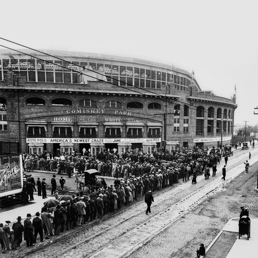 The line outside Comiskey Park in 1913